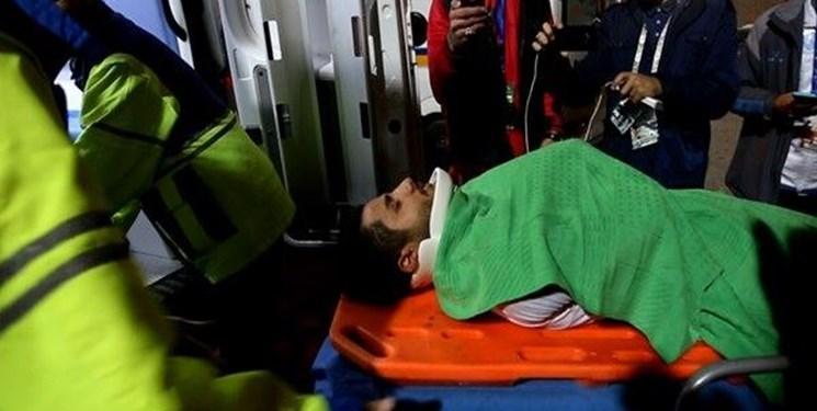 در حاشیه بازی امشب رخ داد؛ بازیکن ذوب آهن اصفهان به بیمارستان منتقل شد