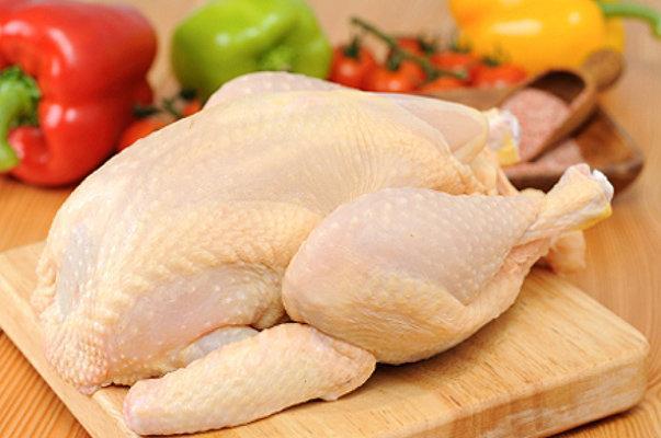 کشف 4.5 تن مرغ منجمد تنظیم بازار از یک مغازه