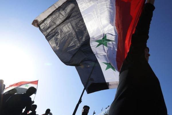 تظاهرات سوری ها علیه اقدامات گروه تحت حمایت آمریکا در دیرالزور