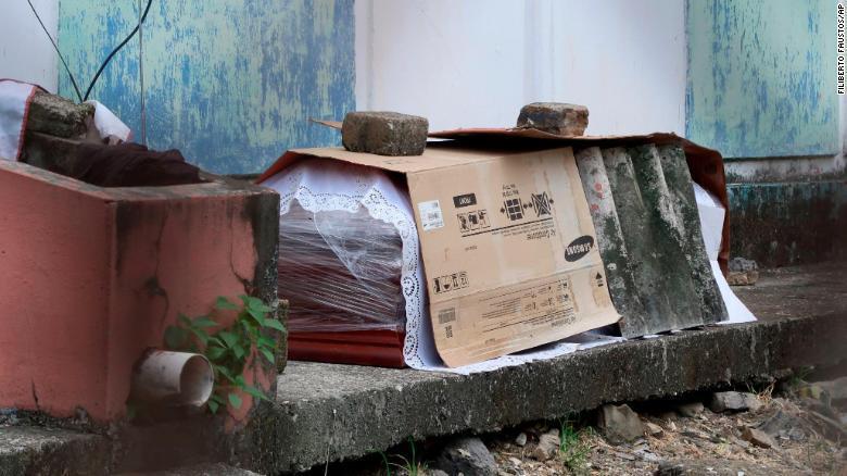 بحران جسدهای کرونایی در پرجمعیت ترین شهر اکوادور کرونا چه زمانی تمام می شود؟ (فیلم)