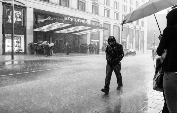 راهی برای اینکه زیر باران کمتر خیس شووید