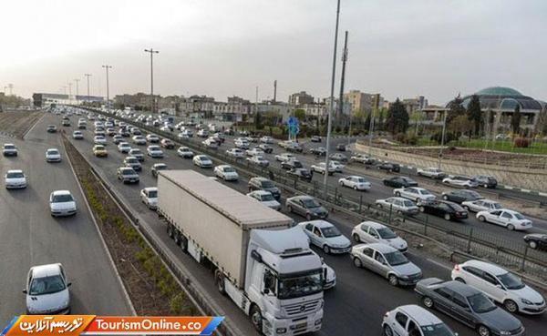 تردد در برخی مقاطع آزادراه قزوین- کرج- تهران نیمه سنگین است